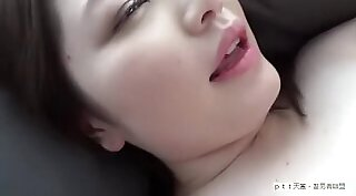 Before making perfect blow job her boyfriend has his penis sucked