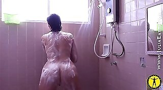 Hot Rhodesian Stepmom Takes a Shower And Kept A Big Cock On Her Couch
