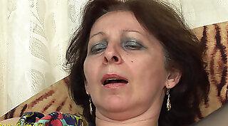 Sexy Euro Granny Dana Works Hard In HD